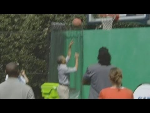 President Barack Obama's basketball fail